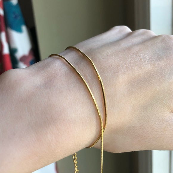 Thin 18k Gold Short Chain Necklace